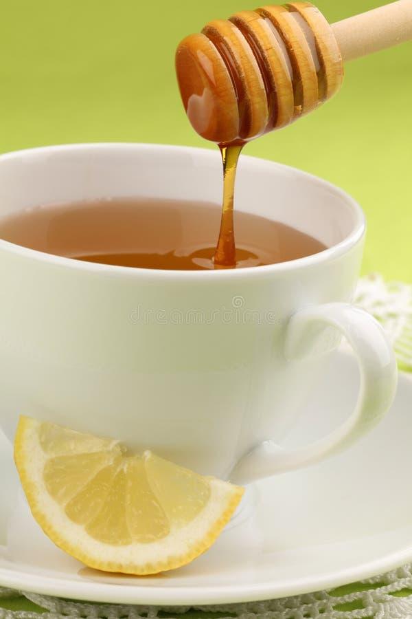 Thé de miel avec le citron image stock