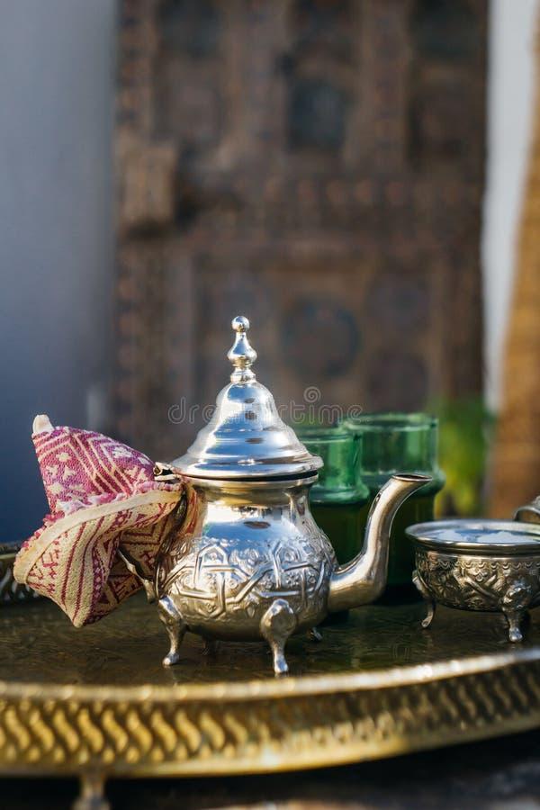 Thé en bon état de Marocain en bon état Arabe de thé la boisson chaude nationale dans le Moyen-Orient et le monde musulman photo stock