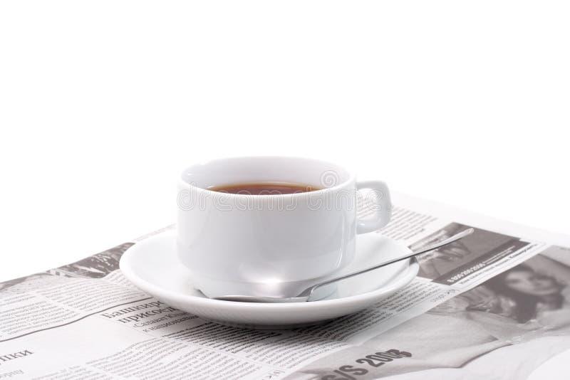 Thé et journal photographie stock