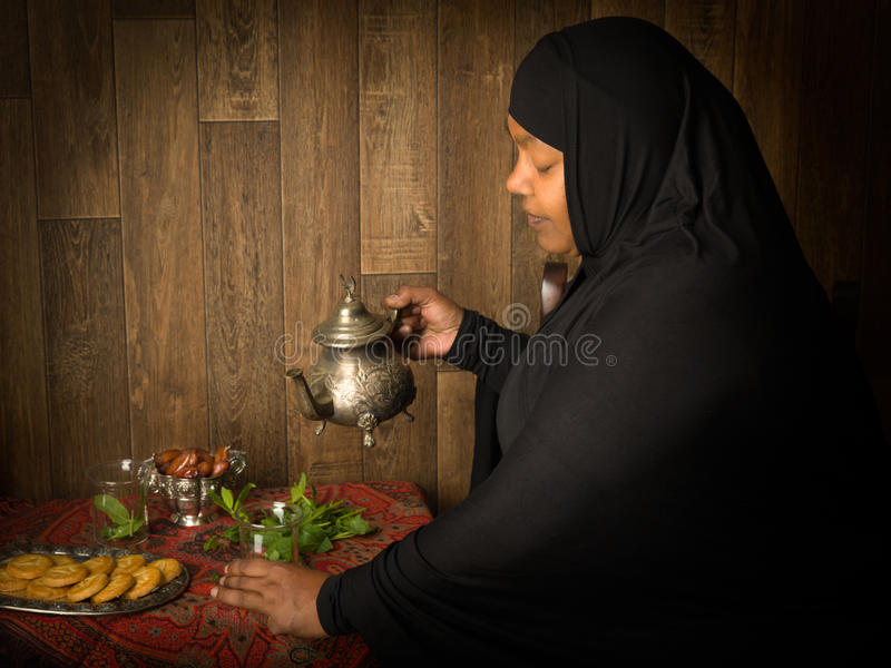 Thé musulman avec la menthe photos libres de droits
