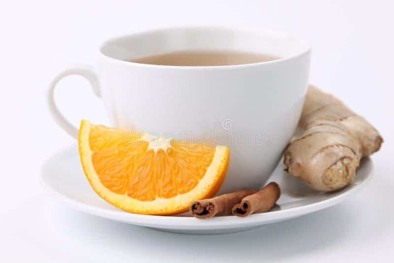 Thé orange avec de la cannelle et le gingembre photos libres de droits