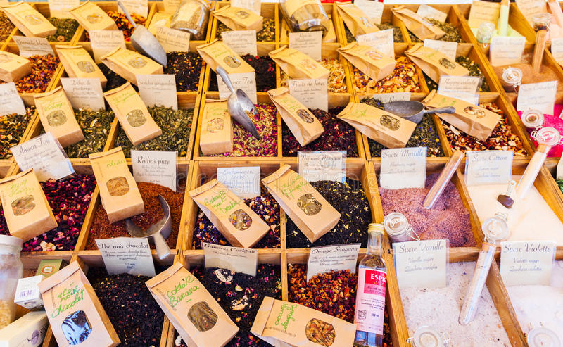 Thé parfumé en vrac sur le marché à Nice photo libre de droits