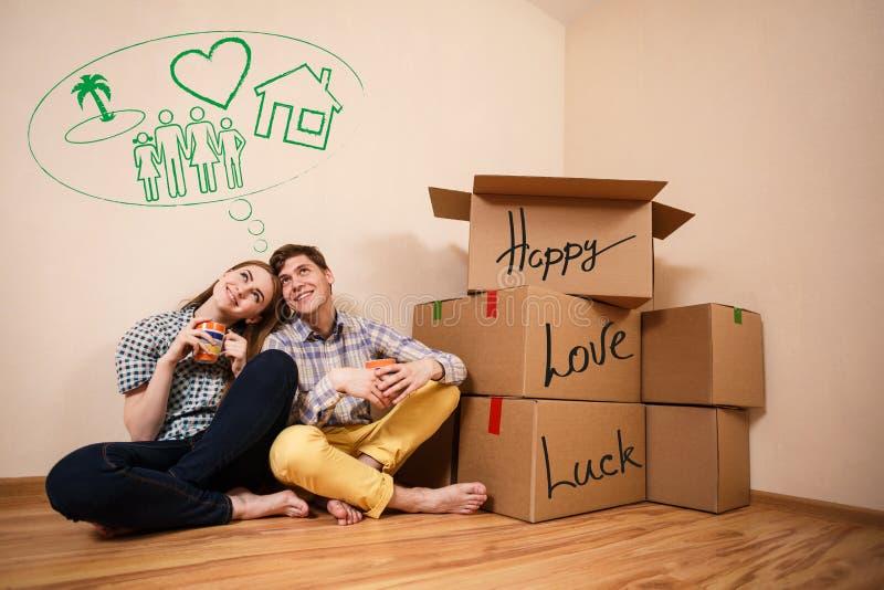 Thé potable de couples photo libre de droits