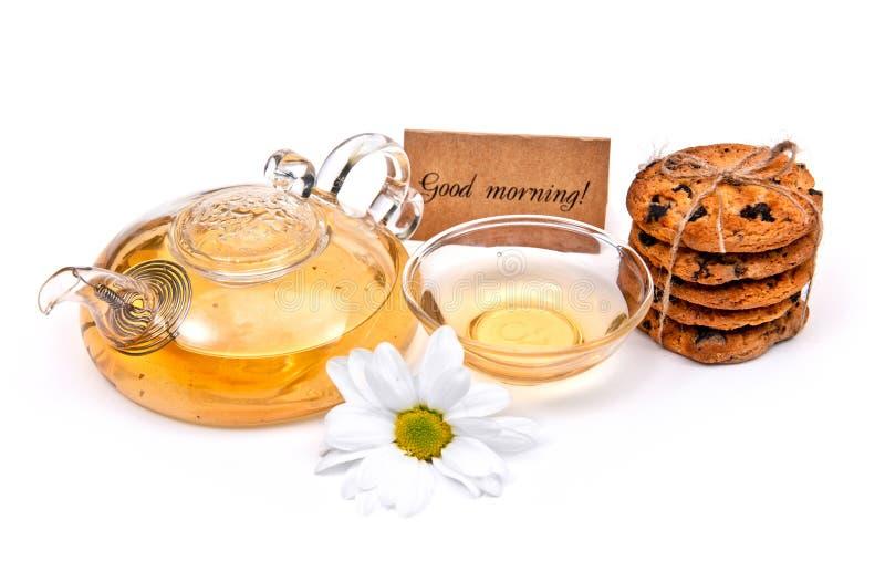 Thé vert avec des biscuits et des fleurs photographie stock