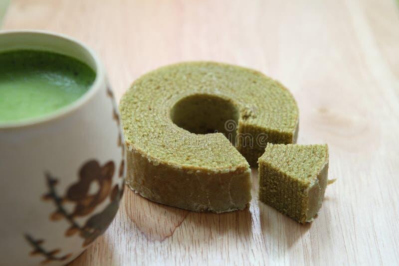 Thé vert Baumkuchen, Dessrt japonais photos stock