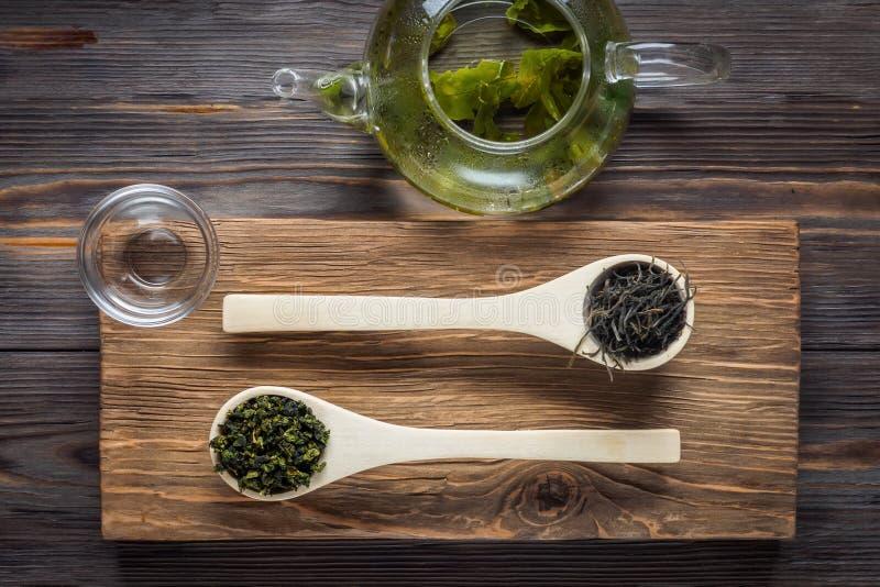 Thé vert de chinois traditionnel de la fermentation différente et du riz photographie stock
