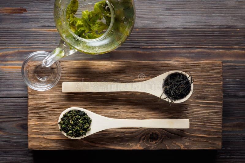 Thé vert de chinois traditionnel de la fermentation différente et du riz images libres de droits