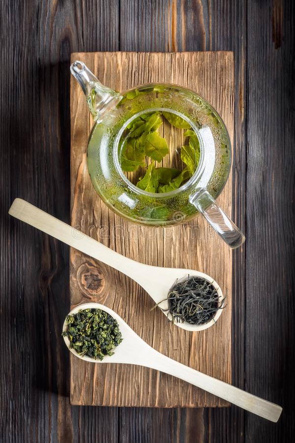 Thé vert de chinois traditionnel de la fermentation différente et du riz photo libre de droits