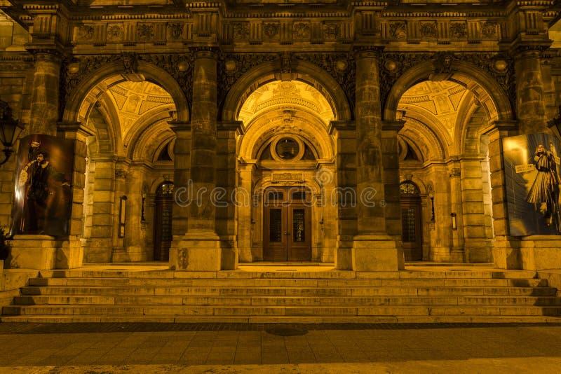 Théatre de l'opéra d'état hongrois par nuit photo libre de droits