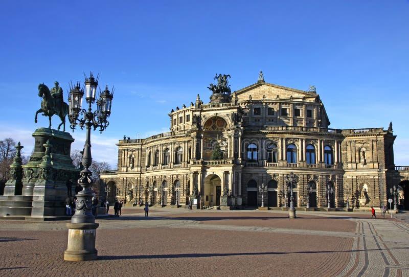 Théatre de l'$opéra d'état saxon chez Theaterplatz à Dresde image libre de droits