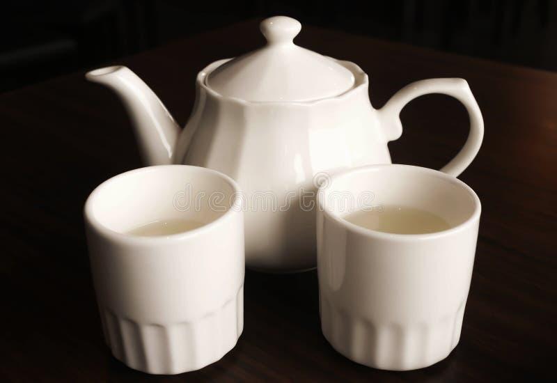 Théière blanche réglée et style chinois blanc de tasse de thé photo libre de droits