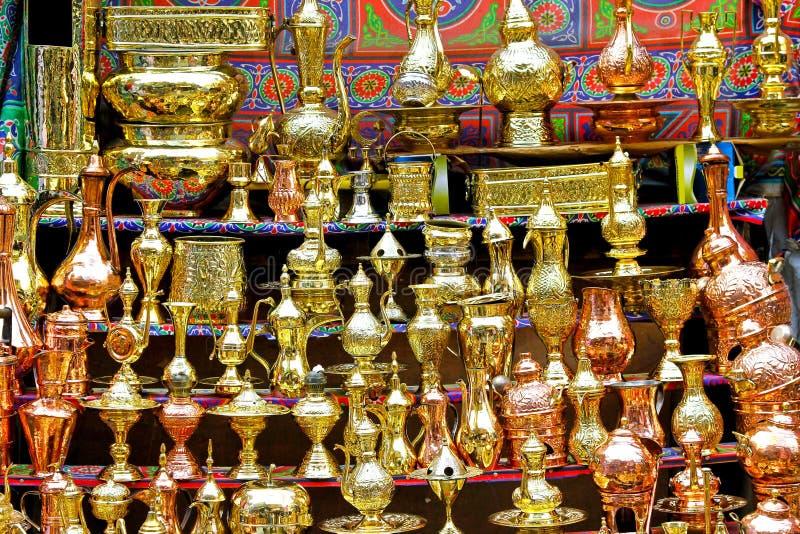 Théières d'or images stock