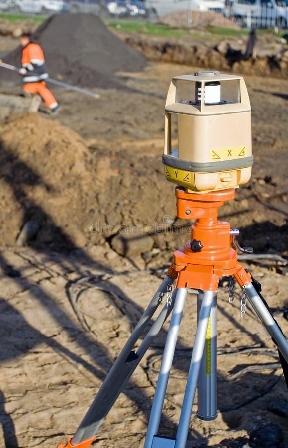 Théodolite sur le chantier de construction photographie stock libre de droits