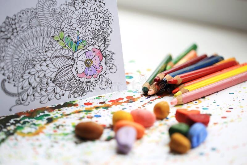 Thérapie d'art et de couleur Anti livre de coloriage d'adulte d'effort photographie stock libre de droits