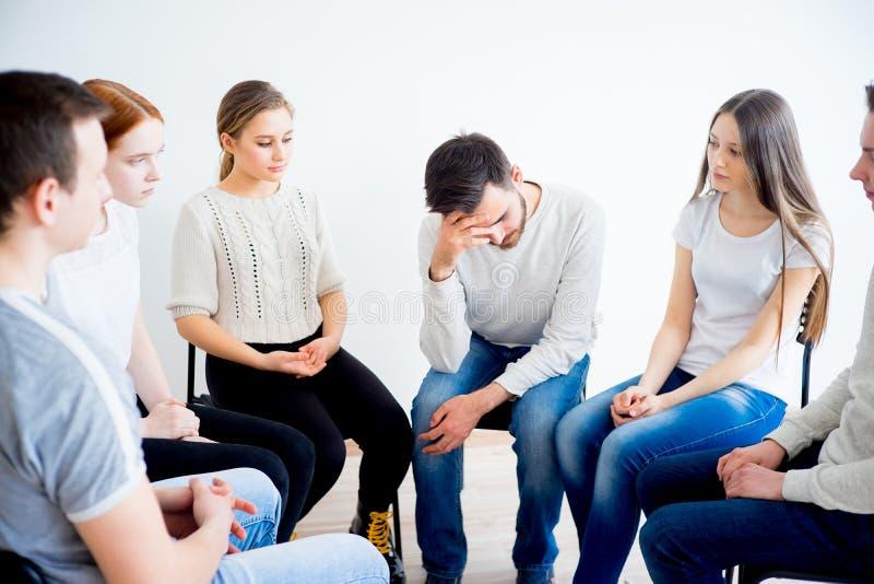 Thérapie de groupe en session photographie stock libre de droits