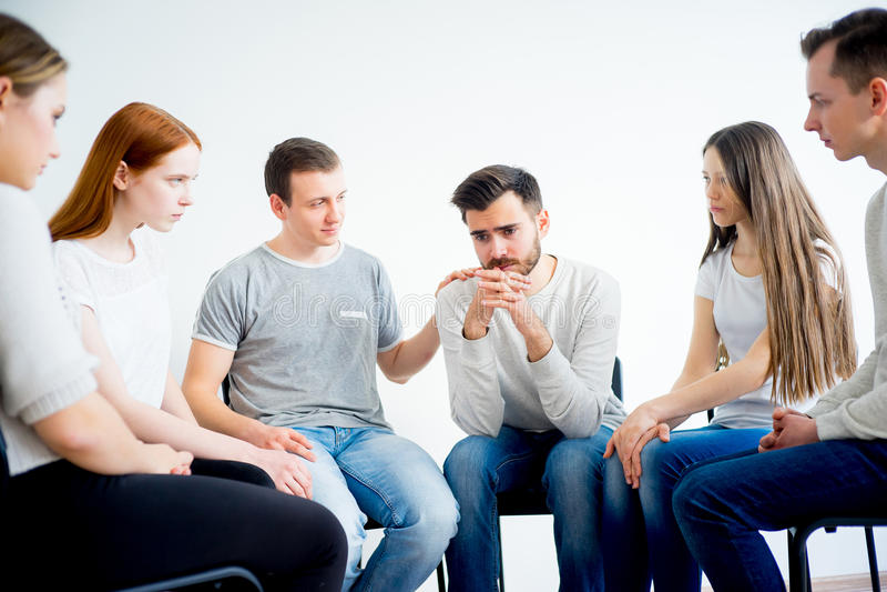 Thérapie de groupe en session photos libres de droits