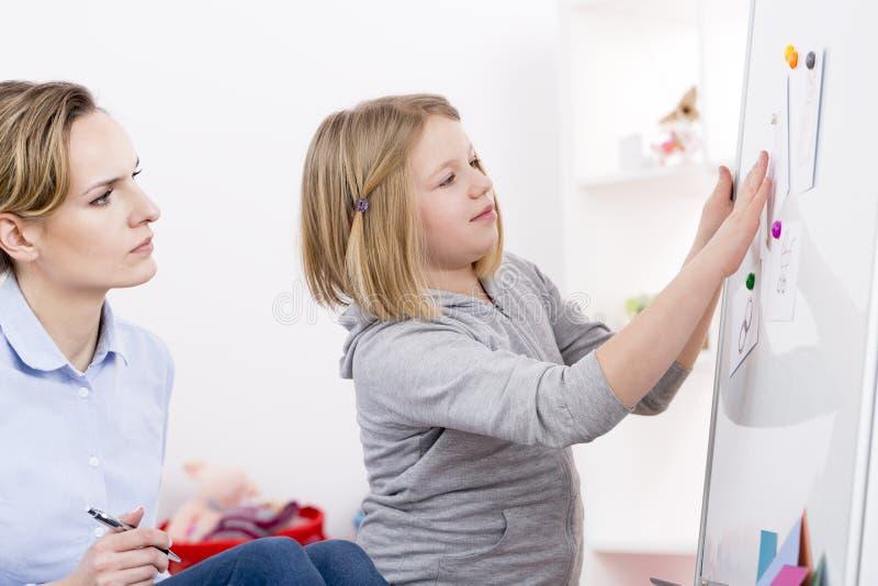 Thérapie de jeu pour le désordre d'autisme photographie stock libre de droits