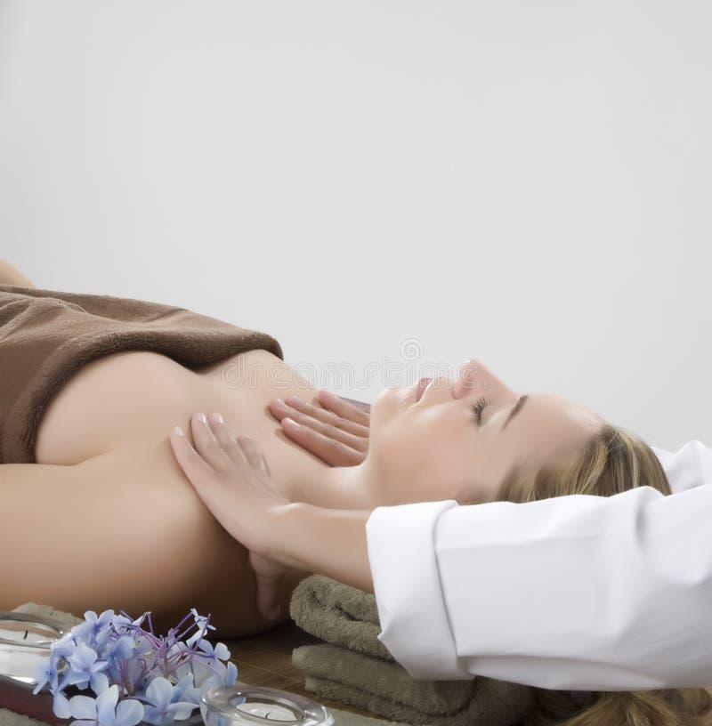 Thérapie de massage image stock