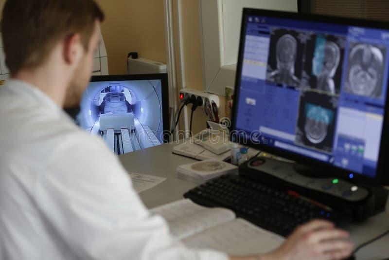 Thérapie de résonance de magnéto images stock
