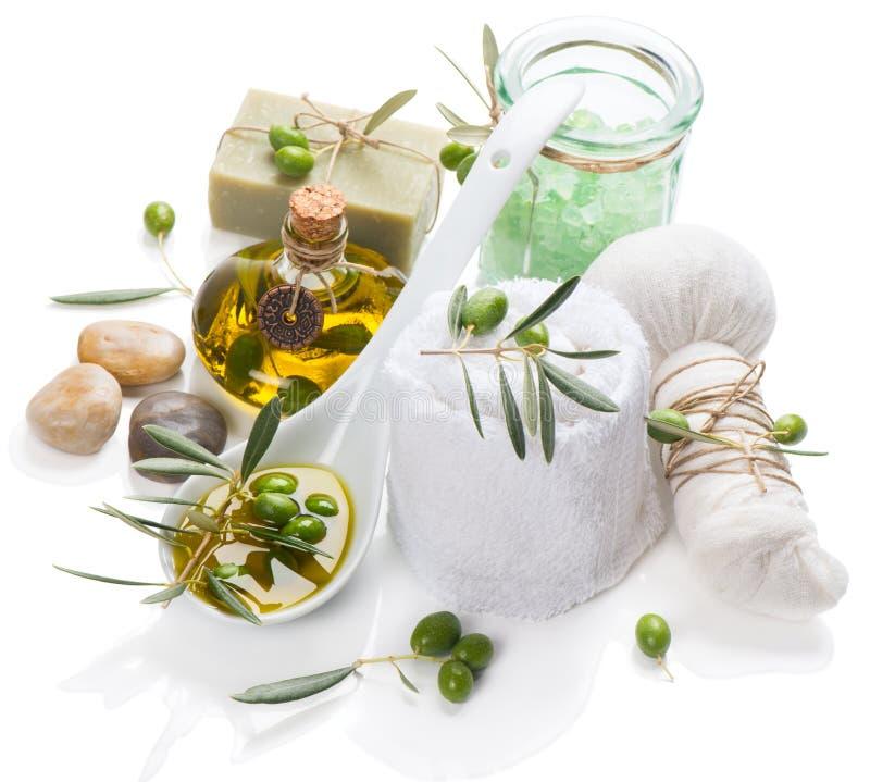 Thérapie de station thermale avec des olives photos stock