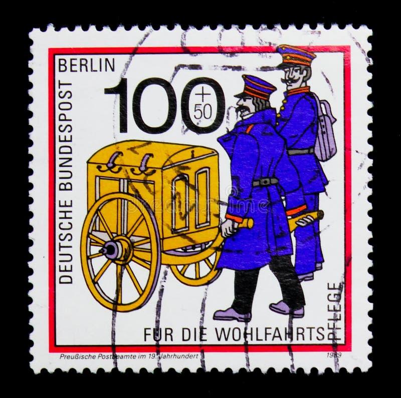 19th århundrade för Prussian post- representant, välfärd: Posta transport till och med ålderserien, circa 1989 fotografering för bildbyråer