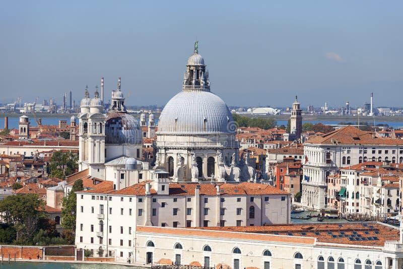 17th århundrade kyrkliga Santa Maria della Salute, flyg- sikt, Venedig, Italien för barock arkivfoto
