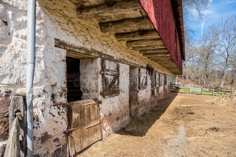 18th århundradeladugård på den nationella historiska platsen för Hopewell panna fotografering för bildbyråer