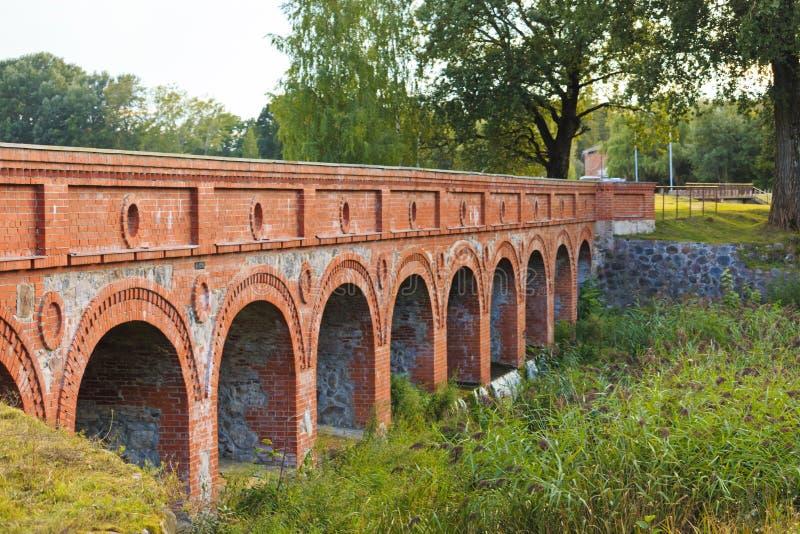 19th århundradetegelstenbro på Birzai royaltyfri bild