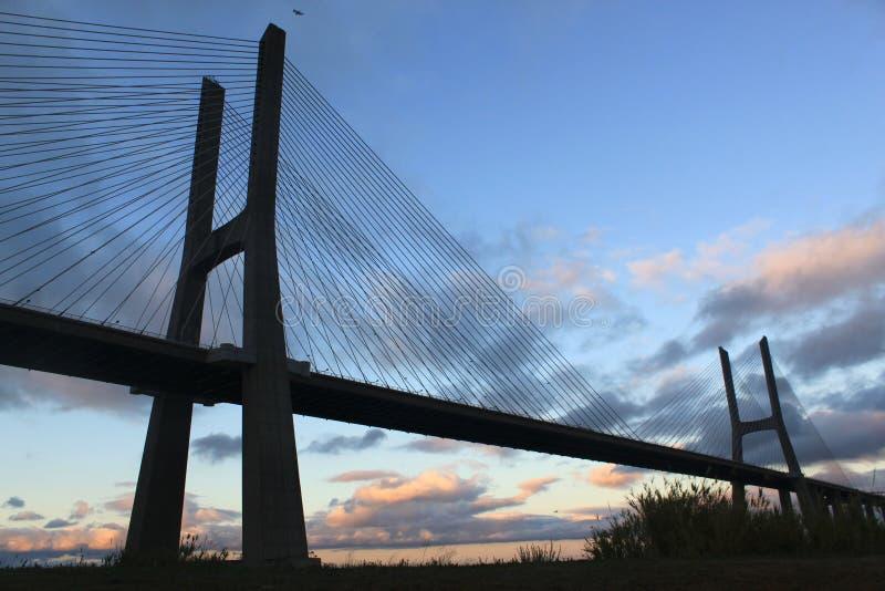 25th April bro på natten, Lissabon arkivfoton