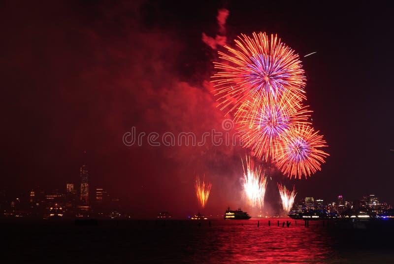 4th av Juli fyrverkerier i New York royaltyfri foto