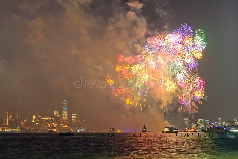 4th av Juli fyrverkerier i New York royaltyfria foton