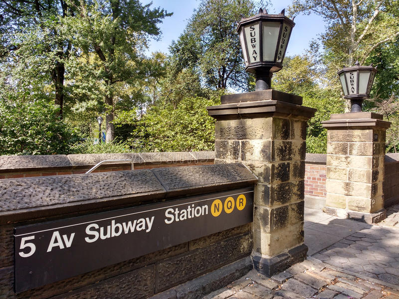 how to get to central park by train
