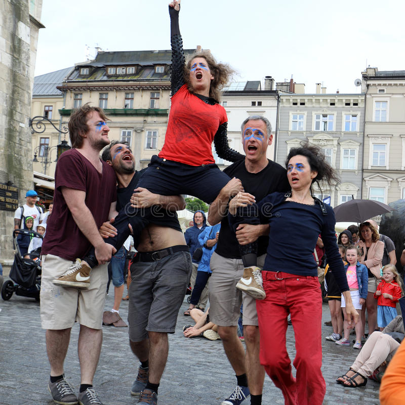 30th gata - internationell festival av gatateatrar i Cracow, Polen arkivfoton