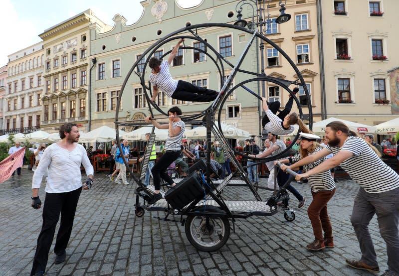 30th gata - internationell festival av gatateatrar i Cracow, Polen royaltyfria foton