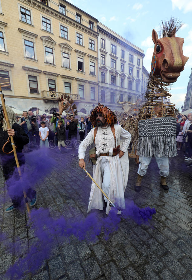 30th gata - internationell festival av gatateatrar i Cracow, Polen royaltyfri bild