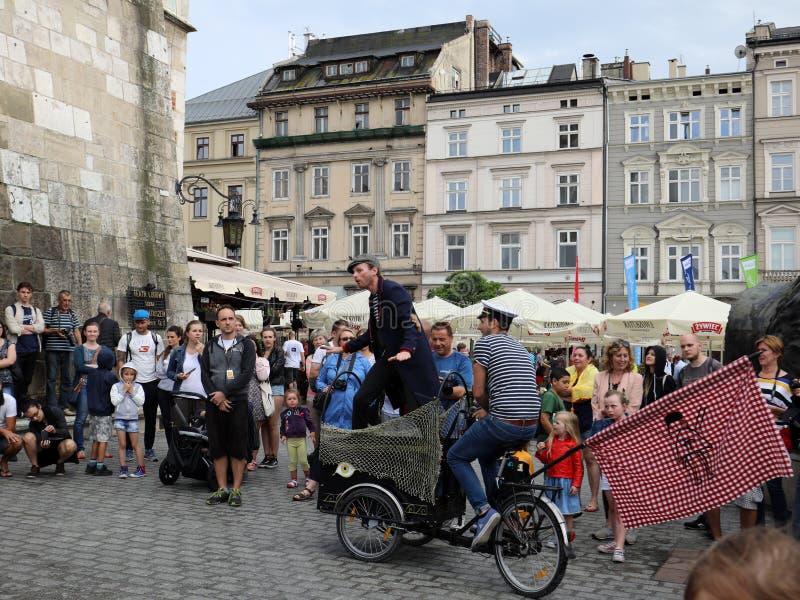 30th gata - internationell festival av gatateatrar i Cracow, Polen royaltyfri fotografi