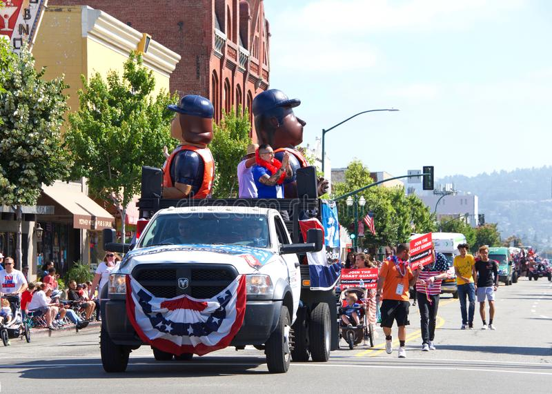 4th Juli ståtar, Alameda Kalifornien royaltyfria bilder