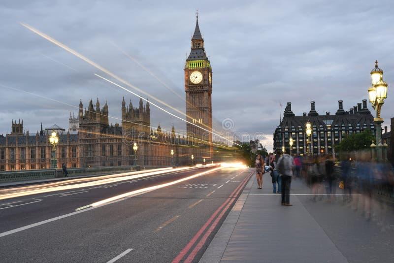 26th Juni 2015: London, UK, Big Ben eller stor klockatorn eller slott av den västra ministern eller UK-parlamentet på natten arkivfoton