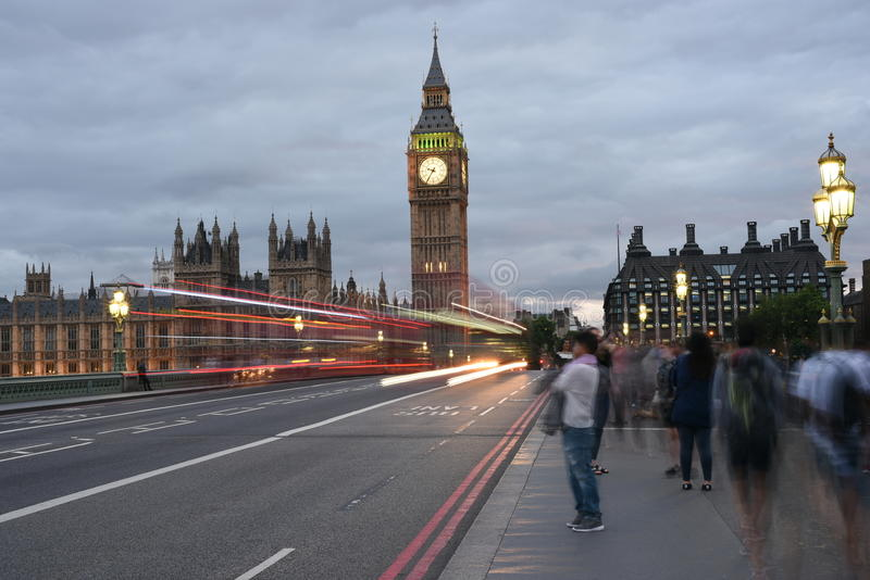 26th Juni 2015: London, UK, Big Ben eller stor klockatorn eller slott av den västra ministern eller UK-parlamentet på natten royaltyfri foto