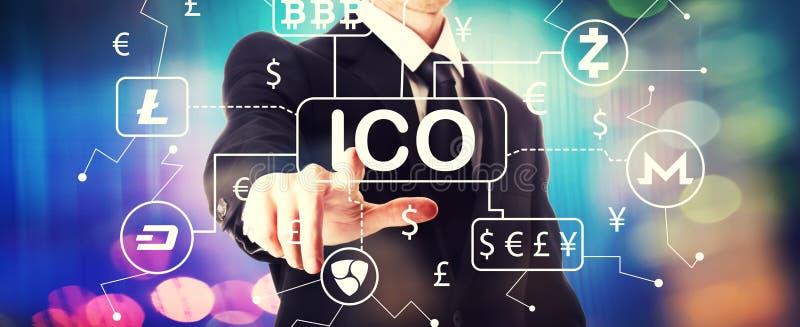 Th?me de Cryptocurrency ICO avec un homme d'affaires photo stock