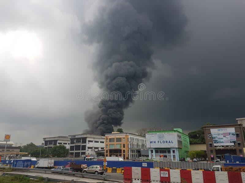 8th 2017 Sierpień, Sungai Buloh Selangor, Malezja Ogień przy fabrycznym terenem zdjęcia royalty free