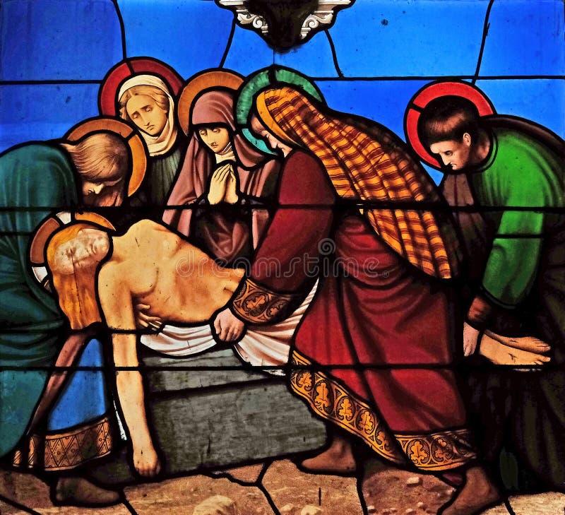 14th stacje krzy?, Jezus k?a?? w grobowu i zakrywaj? w kadzidle zdjęcia royalty free