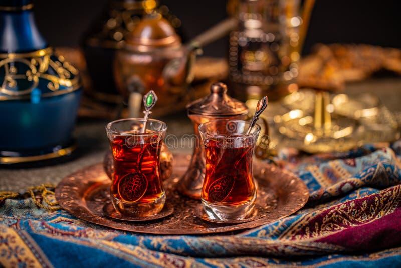 Th? turc dans des tasses traditionnelles image stock