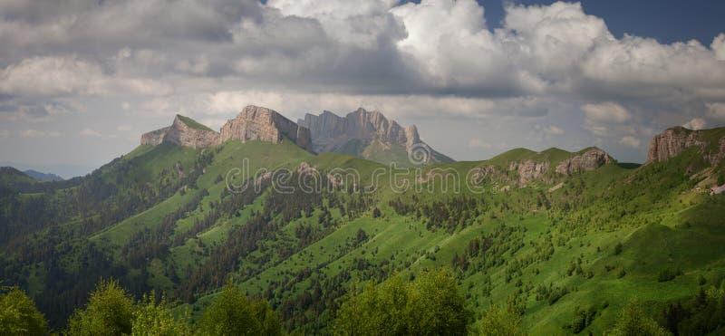 Thach grande y pequeño Montañas del Cáucaso imágenes de archivo libres de regalías