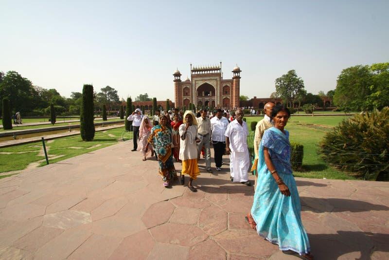 ThAGRA 30 maggio: La gente nell'area di Taj Mahal, una delle sette meraviglie del mondo immagini stock