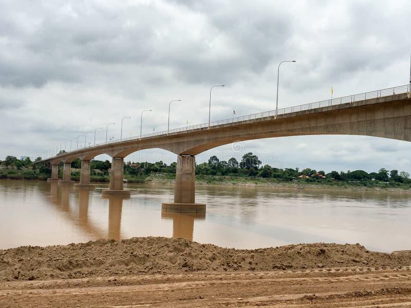 "Thai†""Lao Friendship Bridge over de Mekong rivier royalty-vrije stock fotografie"