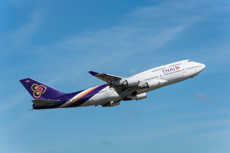 Thai Airways saca en el aeropuerto de Phuket fotos de archivo libres de regalías