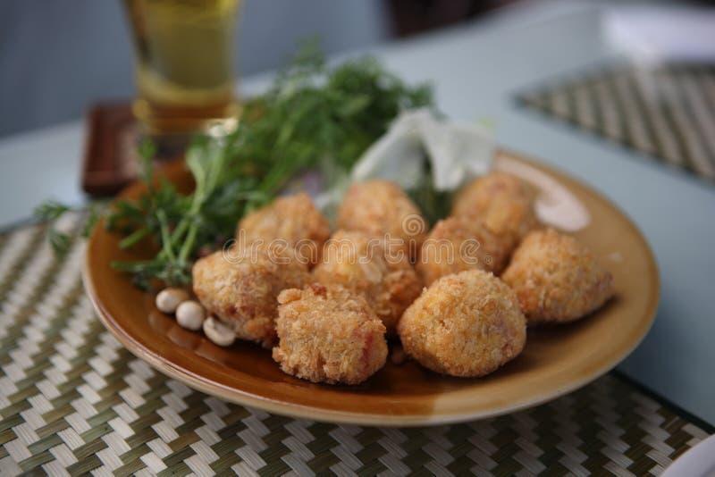 thai för gourmet- pork för ölmatsmåfisk surt royaltyfri foto