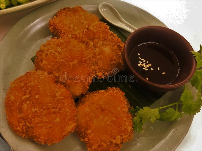 Thai food Fried Shrimps Cake with Sweet Chili Dipping Sauce stock foto's