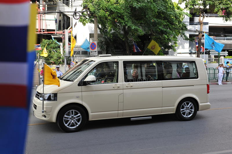 Download Thai King And Queens Motorcade Editorial Stock Photo - Image: 32678058